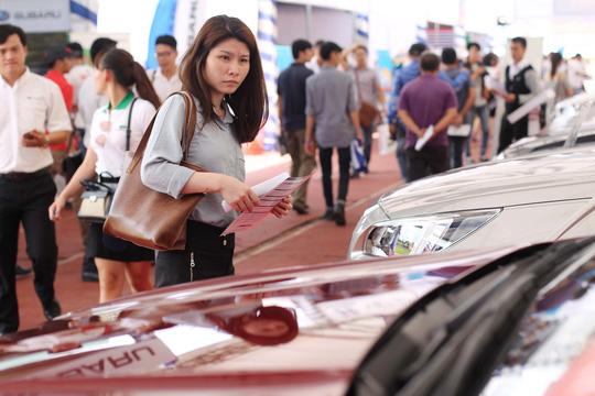 Đông nghẹt người đi chợ ô tô giá rẻ - Ảnh 7.