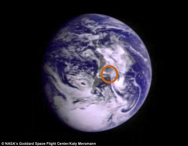 Chớp sáng lóe lên từ Trái Đất: Bí ẩn khiến NASA đang điên đầu giải mã - Ảnh 4.
