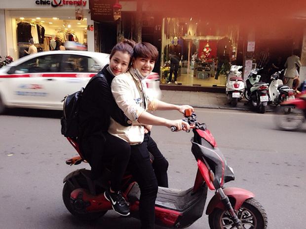 Sau sự hào nhoáng bên ngoài của showbiz, vẫn có những sao Việt giản dị đi xe máy, ăn mì tôm giản dị - ảnh 7