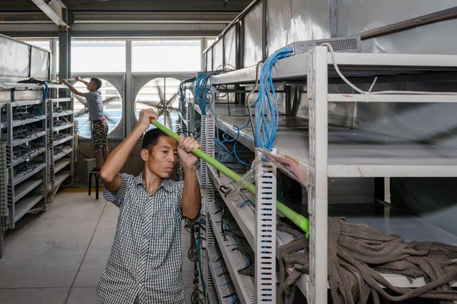 Cuộc sống của những thợ mỏ tại mỏ đào bitcoin lớn nhất thế giới, mỗi ngày kiếm hơn 6 tỷ trả tiền điện gần 900 triệu - Ảnh 7.