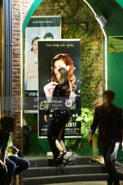 Hà Hồ - Kim Lý lại dính như sam, thân mật ngoài phố và cùng nhau về nhà lúc nửa đêm - Ảnh 7.