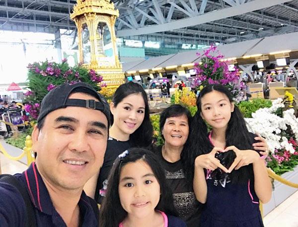 49 tuổi, hai con đã lớn, Quyền Linh và vợ vẫn tình cảm lãng mạn như thuở mới yêu  - Ảnh 7.