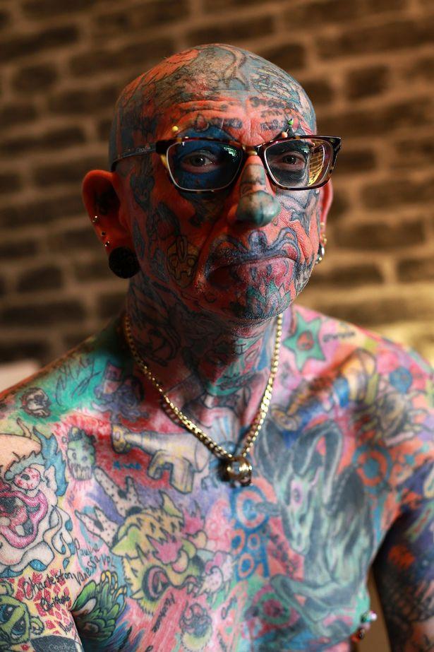 Người đàn ông trở thành triển lãm tranh di động với hơn 800 hình xăm trên cơ thể - Ảnh 6.