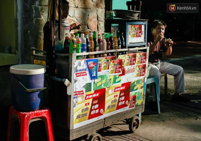 Chùm ảnh: Người Sài Gòn và thói quen uống cafe cóc từ lúc mặt trời chưa ló dạng cho đến chiều tà - Ảnh 7.