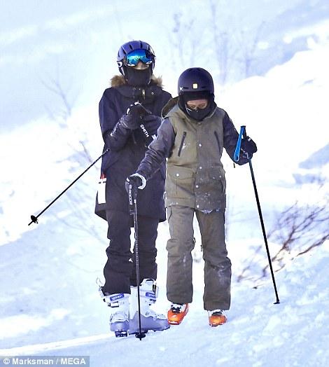 Angelina Jolie trượt tuyết với các con sau tin đồn giảm cân còn 34 kg - Ảnh 8.