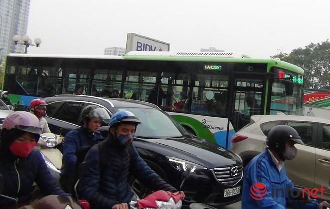 Tại sao CSGT chưa xử lý người chặn đường xe buýt nhanh BRT? - Ảnh 8.