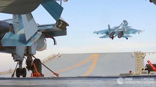 [ẢNH] Khoảnh khắc đẹp của tàu sân bay Nga tham chiến ở Syria - Ảnh 7.