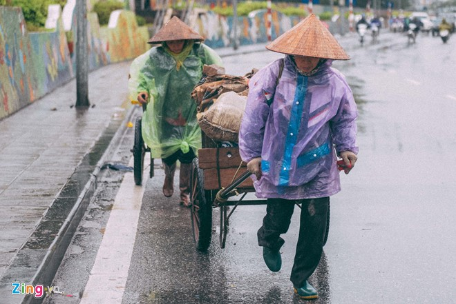 Những cảnh đời mưu sinh trong mưa lạnh - ảnh 8
