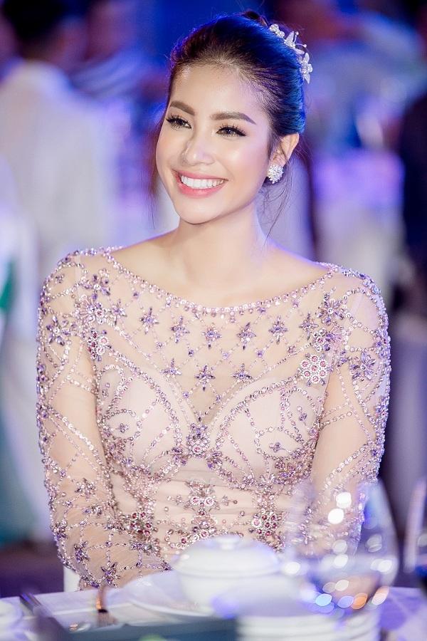3 hoa hậu Việt sở hữu góc mặt 3/4 đẹp thần thánh - Ảnh 8.