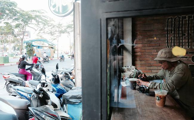 Chuyện của nhiếp ảnh gia 60 tuổi ở Sài Gòn được tái sinh sau 17 ca phẫu thuật vì bỏng lửa - Ảnh 8.