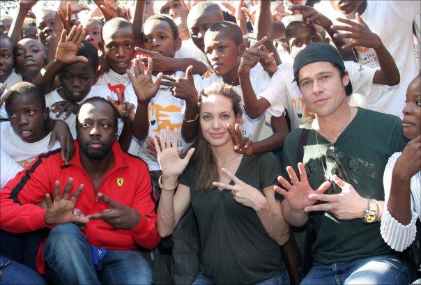 Những giọt nước mắt và nụ cười của Angelina Jolie khi ở bên Brad Pitt suốt 12 năm - Ảnh 8