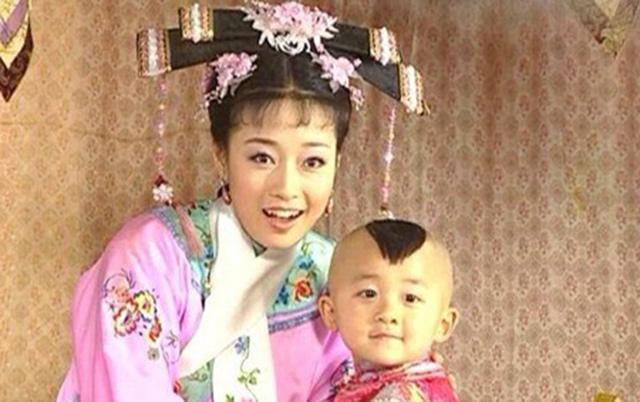 Bệnh tật hành hạ, con trai Hạ Tử Vy ngày nào đã 20 tuổi nhưng vóc dáng như trẻ lên 10  - Ảnh 3.