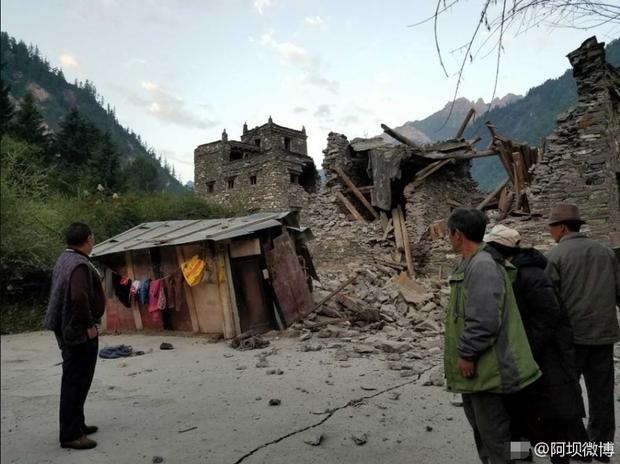 Những hình ảnh kinh hoàng ở thiên đường hạ giới Cửu Trại Câu sau vụ động đất 7 độ Richter - Ảnh 8.