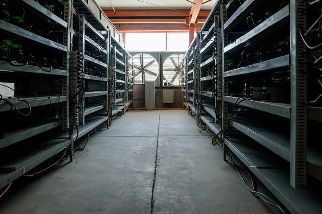 Cuộc sống của những thợ mỏ tại mỏ đào bitcoin lớn nhất thế giới, mỗi ngày kiếm hơn 6 tỷ trả tiền điện gần 900 triệu - Ảnh 8.