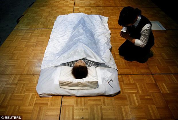 Thi mặc trang phục cho người đã khuất: Cuộc thi đặc biệt, duy nhất có ở Nhật Bản - Ảnh 8.