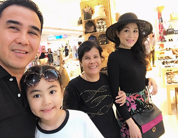 49 tuổi, hai con đã lớn, Quyền Linh và vợ vẫn tình cảm lãng mạn như thuở mới yêu  - Ảnh 8.