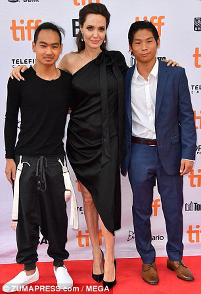 Pax Thiên giờ đã là quý tử cao nhất nhà Angelina Jolie, xuất hiện đầy chững chạc trên thảm đỏ - Ảnh 7.