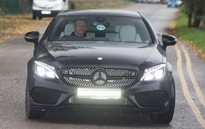Ibrahimovic tái ngộ Mourinho ở trung tâm Carrington - Ảnh 8.