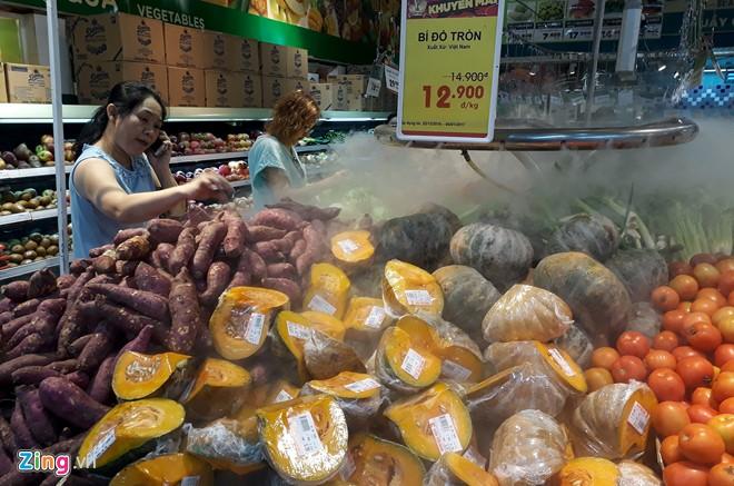Đổ xô sắm Tết ngày cuối kỳ nghỉ lễ ở Sài Gòn, Hà Nội - Ảnh 9.