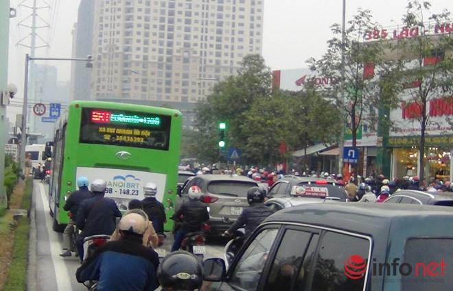 Tại sao CSGT chưa xử lý người chặn đường xe buýt nhanh BRT? - Ảnh 9.