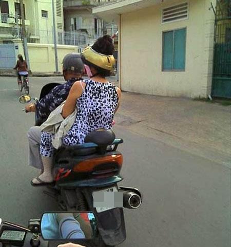Khi chị em đã bỏ ngoài tai, bất chấp tất cả để tránh nắng ra đường thì cảnh này là thường - Ảnh 9.