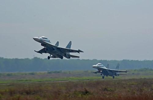 Sư đoàn Không quân 370 thực hành diễn tập bắn đạn thật - Ảnh 9.