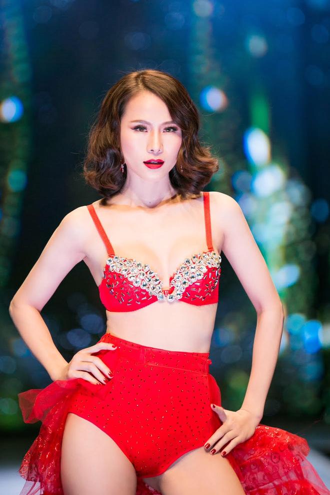 Đêm Hội Chân Dài: Ngọc Trinh khoe dáng nõn nà với nội y, không còn làm Thiên thần Victorias Secret - Ảnh 9.
