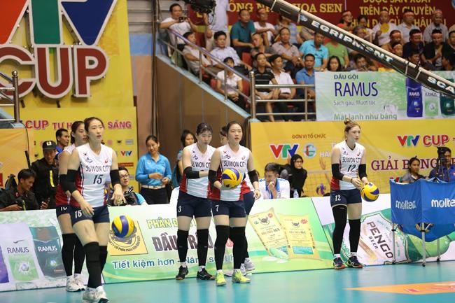 Dàn chân dài Hàn Quốc hút hồn fan ở bóng chuyền VTV Cup - Ảnh 9.