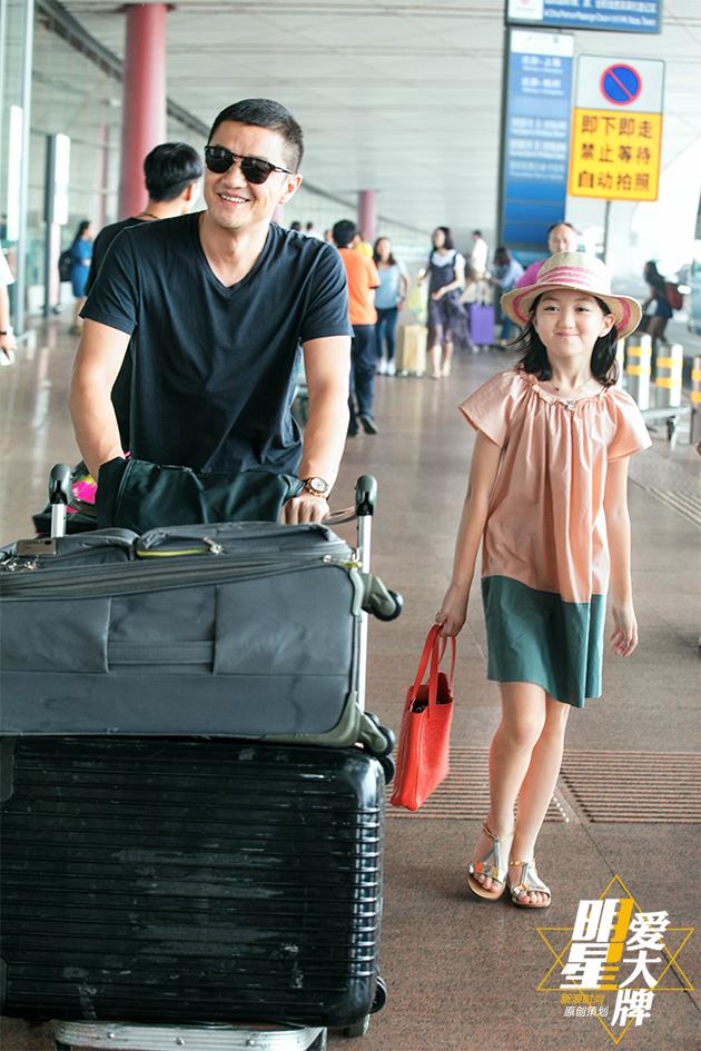 Con gái hở hàm ếch của Vương Phi - Lý Á Bằng giờ như fashionista khiến nhiều người ngưỡng mộ - ảnh 9