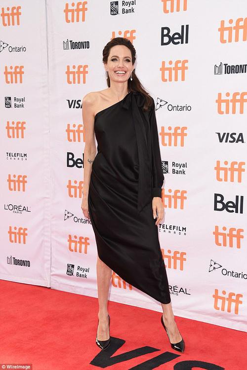 Pax Thiên giờ đã là quý tử cao nhất nhà Angelina Jolie, xuất hiện đầy chững chạc trên thảm đỏ - Ảnh 8.