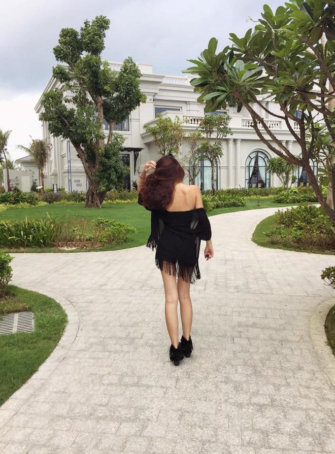 Đừng chỉ nói về nhan sắc dao kéo, Hoa hậu Đại Dương còn sở hữu vóc dáng nóng bỏng cùng BST hàng hiệu đáng nể - Ảnh 9.