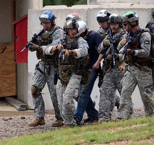 Ảnh: Đặc nhiệm Mỹ thực hành tác chiến cùng các loại vũ khí hiện đại - Ảnh 9.