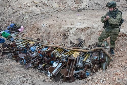 Công binh Nga cày xới từng mét đất Aleppo - Ảnh 9.
