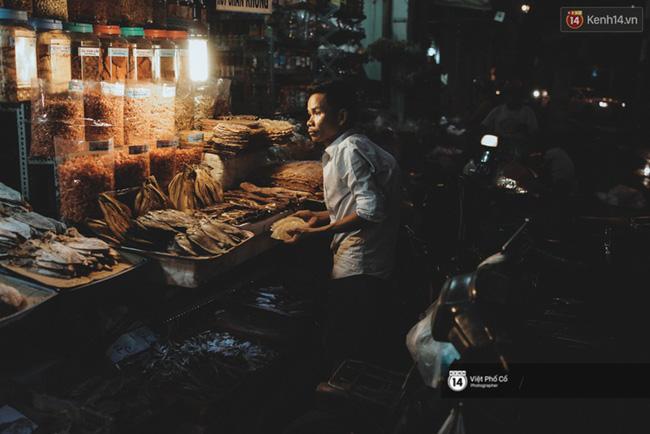Xe hàng rong 25 năm và một tổ ấm đơn sơ của anh gù nhà thờ Đức Bà Sài Gòn - Ảnh 10.