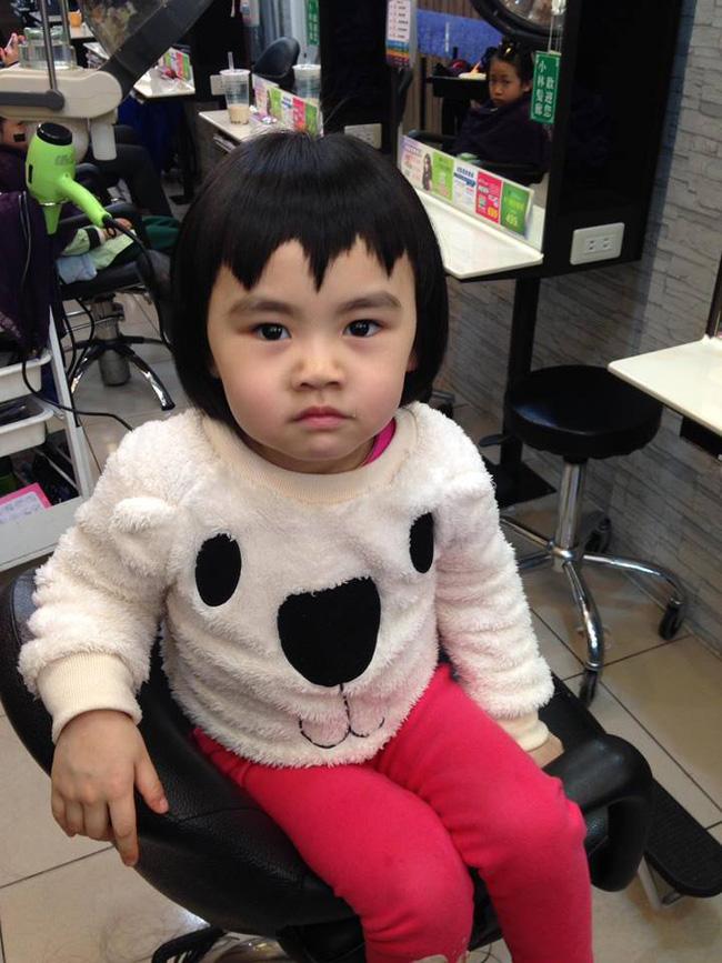Bị mẹ ngăn cản, cô bé 5 tuổi vẫn kiên quyết cắt tóc răng cưa để giống thần tượng Maruko - Ảnh 10.