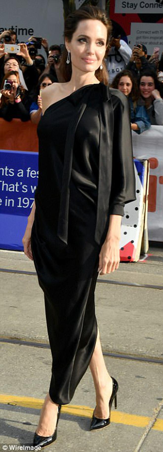 Pax Thiên giờ đã là quý tử cao nhất nhà Angelina Jolie, xuất hiện đầy chững chạc trên thảm đỏ - Ảnh 9.