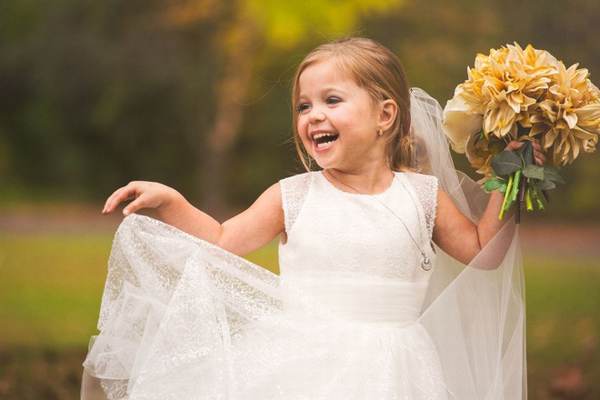 Cho con gái 5 tuổi chụp ảnh cưới, bà mẹ bị phản đối dữ dội nhưng khi biết sự thật, ai cũng nghẹn ngào bật khóc - Ảnh 10.
