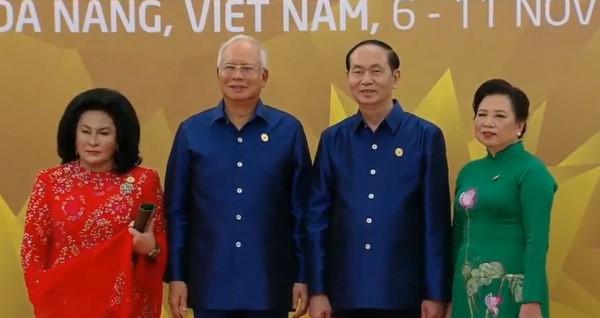 Áo tơ tằm Tổng thống Trump và lãnh đạo APEC mặc dự tiệc có gì đặc biệt - Ảnh 10.
