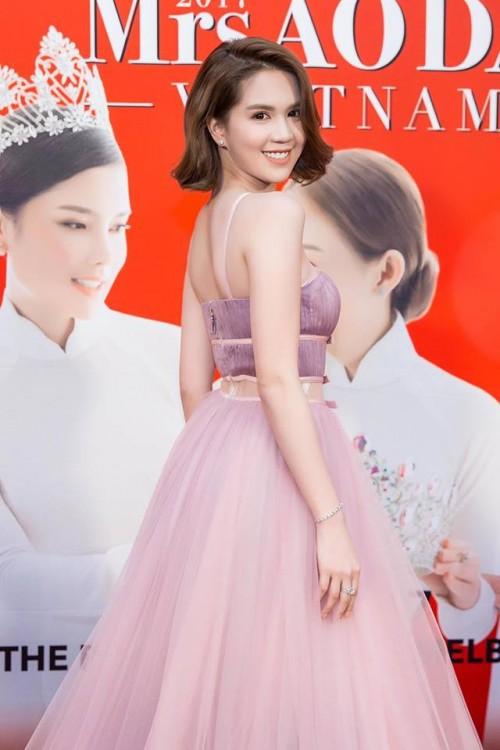 Vuột danh hiệu Vòng eo 56, Ngọc Trinh vẫn là mỹ nữ khoe lưng gợi cảm nhất Vbiz - Ảnh 10.