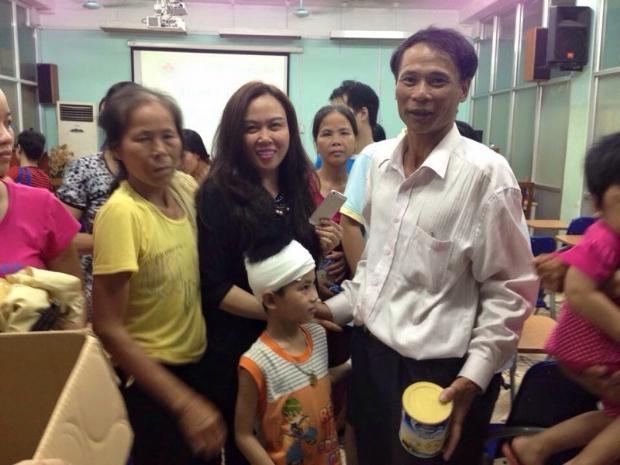Hoa hậu Thùy Dung tiếp tục nhận được sự giúp đỡ của mạnh thường quân - Ảnh 2.
