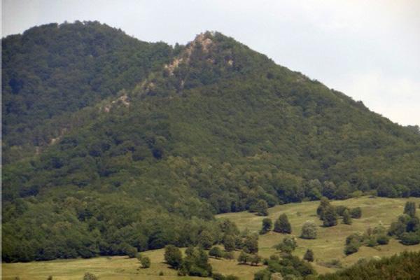 Phát hiện dấu tích kim tự tháp 25.000 năm tuổi, to như núi ở Romania - Ảnh 1.