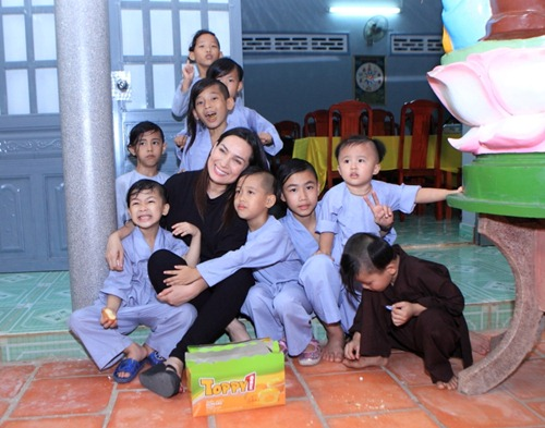 Phi Nhung: Không lấy chồng, cực nhọc mua nhà cho 5 con riêng của mẹ và chăm sóc 17 con nuôi - Ảnh 5