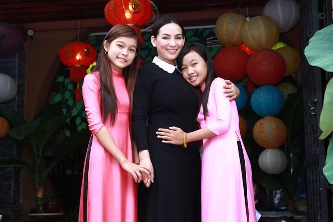 Phi Nhung: Bỏ học, không lấy chồng, cực khổ mua nhà cho 5 con riêng của mẹ và nuôi 17 đứa con mồ côi - Ảnh 6.
