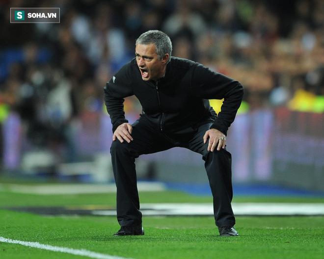 Mourinho lại chọc giận người Việt Nam, lần này là bằng hành động - Ảnh 1.
