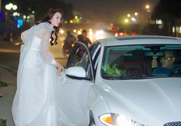 Người thân Sao Việt không chỉ nâng váy, kéo vali - ảnh 2