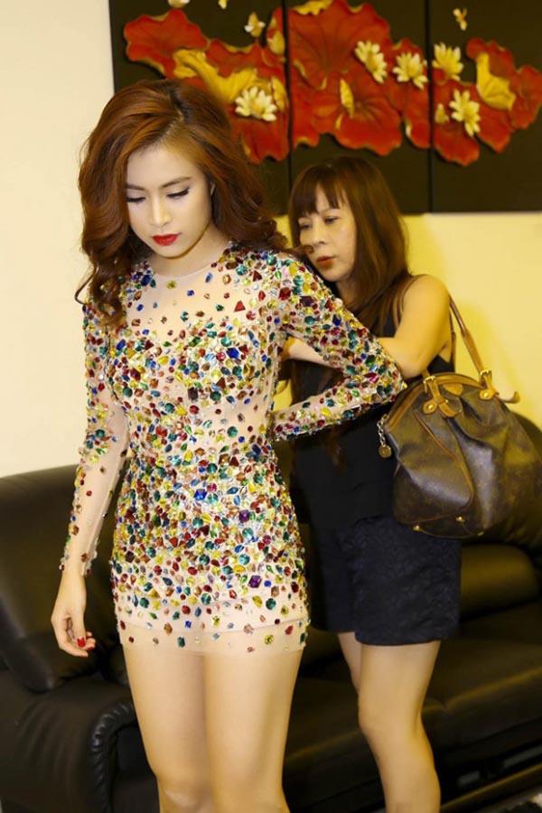 Người thân Sao Việt không chỉ nâng váy, kéo vali - ảnh 13