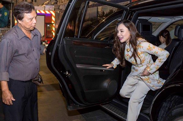 Người thân Sao Việt không chỉ nâng váy, kéo vali - ảnh 3