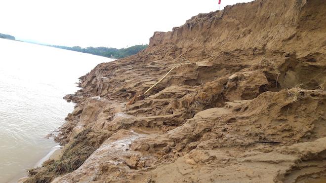 Video: Hàng trăm nghìn mét đất bị sông Lam nuốt chửng từng ngày - Ảnh 6.