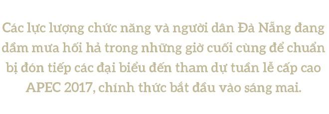 [PHOTO ESSAY] Toàn cảnh Đà Nẵng: Chạy đua với bão chuẩn bị cho khai mạc APEC - Ảnh 1.