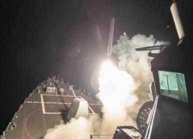 Mỹ lần đầu tiên tấn công quân sự trực tiếp chính quyền Tổng thống Syria al-Assad - Ảnh 1.